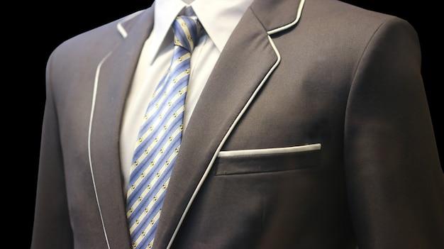 Cravate avec suite
