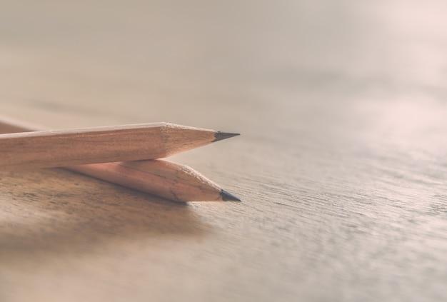 Crayon sur le concept de l'éducation de la table