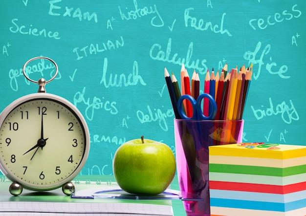 Crayon de la connaissance la tenue académique intelligente