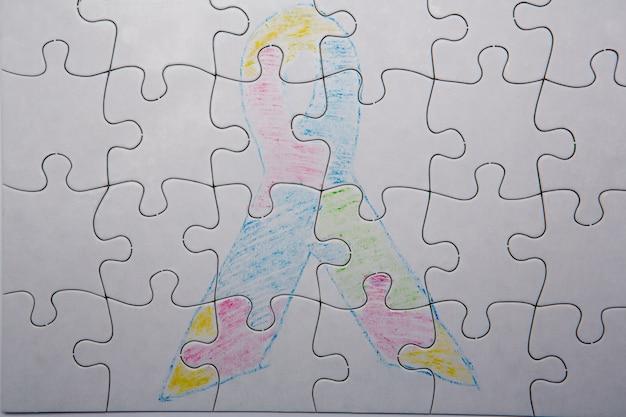 Crayon dessin d'autisme et ruban d'asperger
