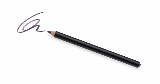 Crayon eye-liner et trait isolé sur blanc