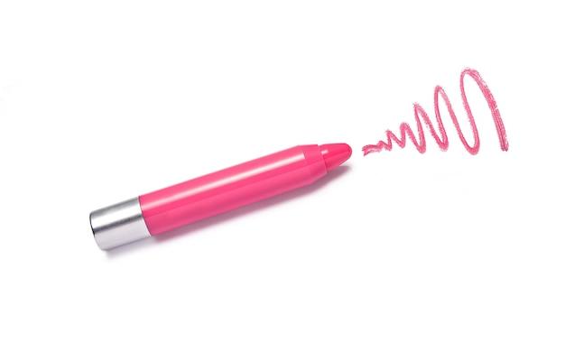 Crayon de rouge à lèvres rose et coup isolé sur blanc