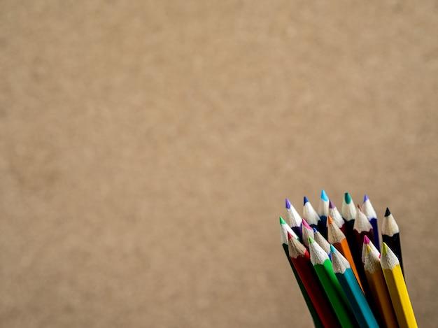 Des crayons. concept d'éducation scolaire.