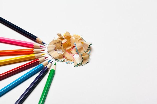 Crayons et copeaux de crayons
