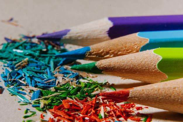 Crayons de couleur aiguisés