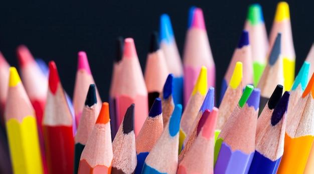 Crayons de couleur en bois