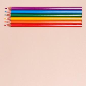 Crayons de couleur comme symbole de lgbt