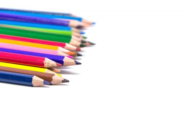 Crayons de couleur un fond blanc séparément