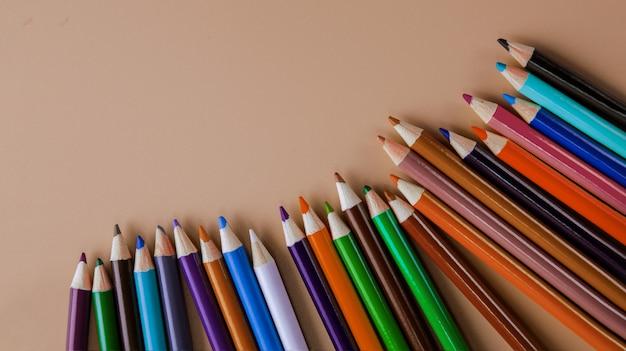Crayons de couleur rose