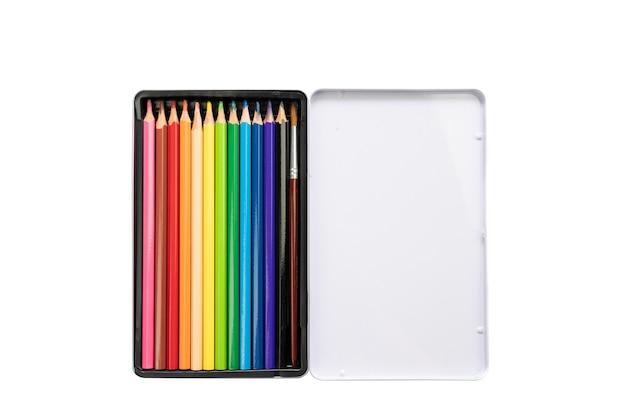 Crayons de couleur utilisés pour la peinture à l'aquarelle