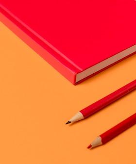 Crayons minimaux de bureau haute vue