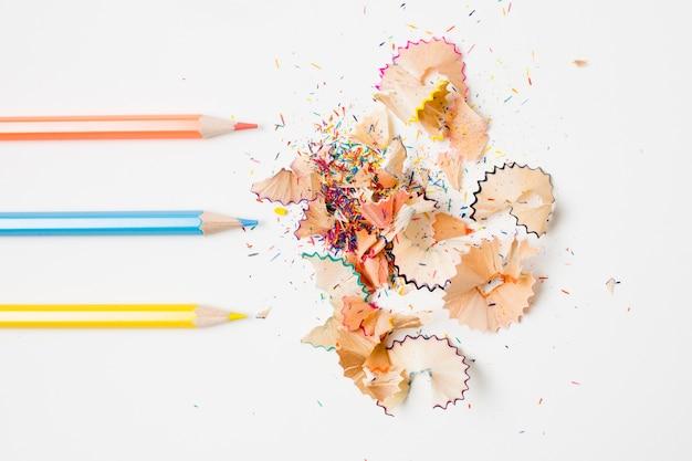 Crayons parallèles et leurs copeaux