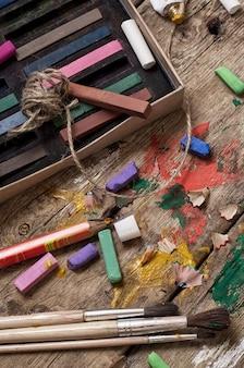 Crayons et peintures