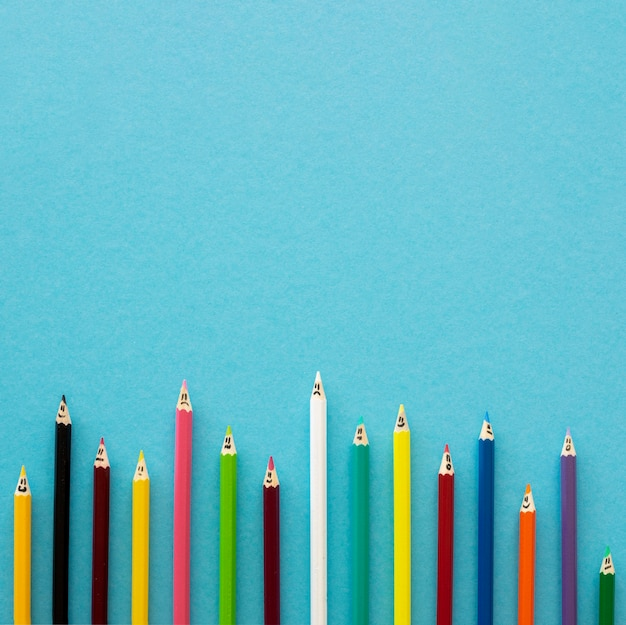Crayons plats avec espace copie