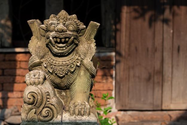 Créature de pierre de sable dans le style asiatique