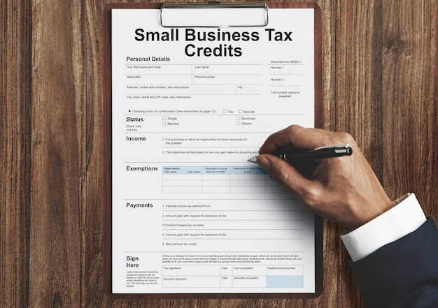 Crédits d'impôt pour les petites entreprises. concept de remboursement de déduction de retour de réclamation