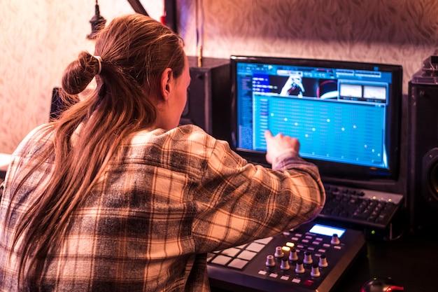 Créer de la musique électronique en home studio avec le clavier et les touches de la batterie