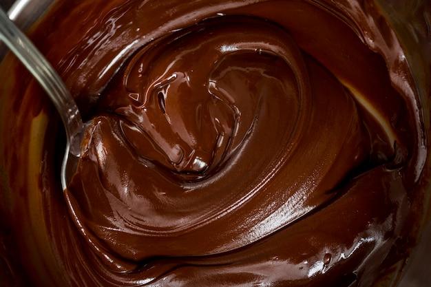 Crème au chocolat et une cuillère