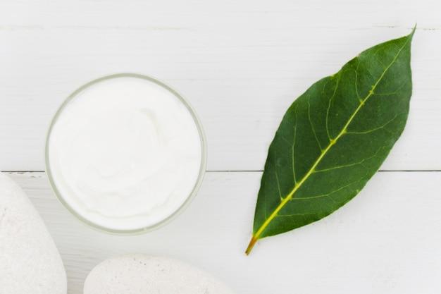 Crème de beauté aux éléments naturels