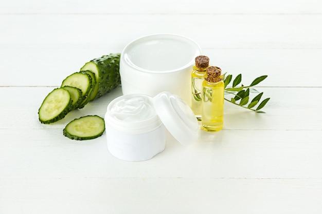 Crème cosmétique concombre et aloès lotion hydratante hygiène visage, peau et corps