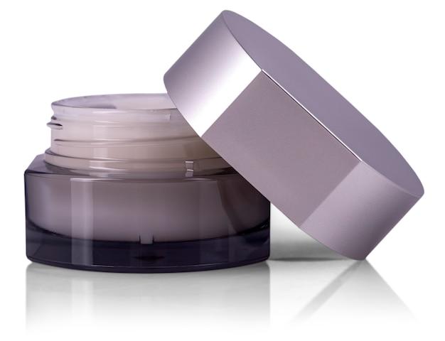 Crème cosmétique en conteneur isolé on white