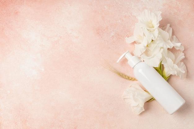 Crème cosmétique naturelle à l'extrait de fleur