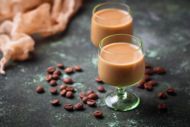 Crème de crème irlandaise et grains de café