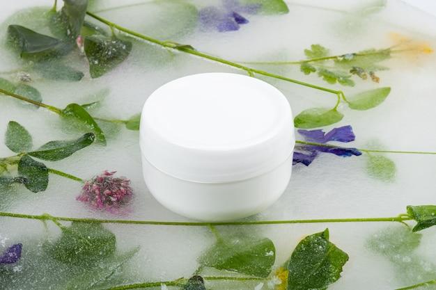 Crème à effet rafraîchissant, cosmétique de soin de la peau.