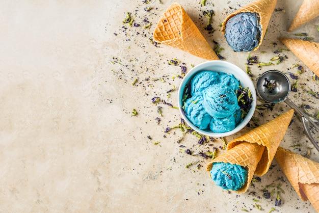 Crème glacée à la fleur de pois-papillon