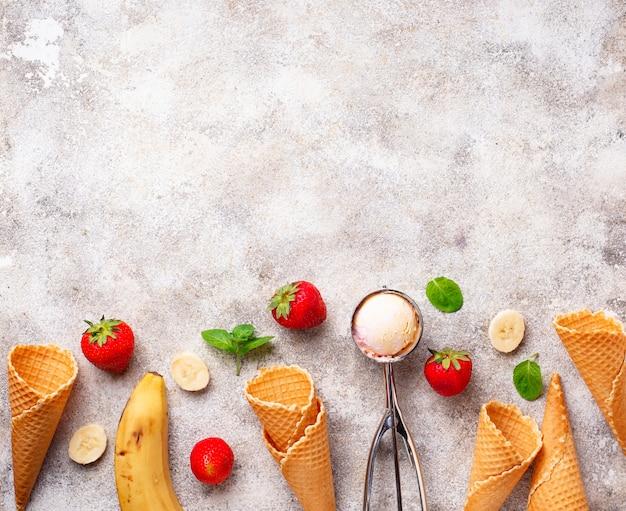 Crème glacée à la fraise et à la banane