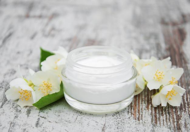 Crème hydratante aux fleurs de jasmin