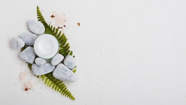 Crème hydratante et sels de bain avec espace de copie