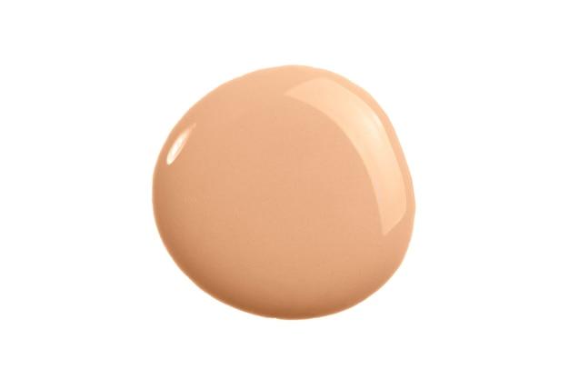 Crème de maquillage isolé sur une surface blanche