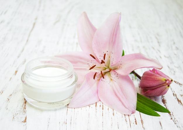 Crème pour le visage aux fleurs de lys
