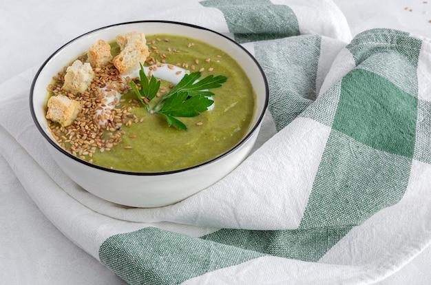 Crème végétale maison. nourriture végétalienne
