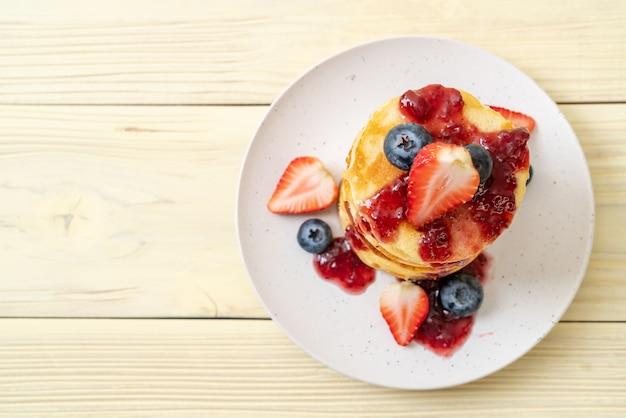 Crêpe aux fraises et bleuets