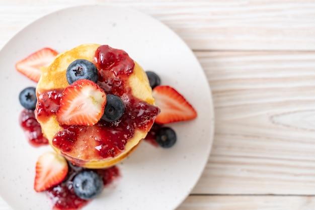 Crêpe aux fraises et myrtilles