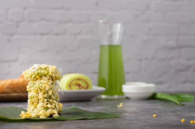 Crêpe de riz aux haricots mungo avec dessert traditionnel thaïlandais.