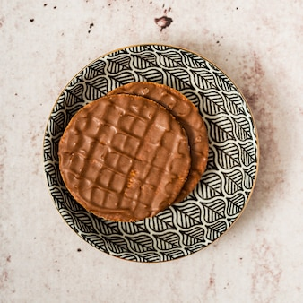 Crêpes au chocolat sur une assiette