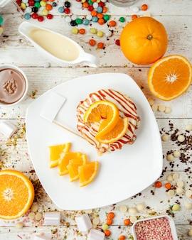 Crêpes au sirop de caramel et tranches d'orange