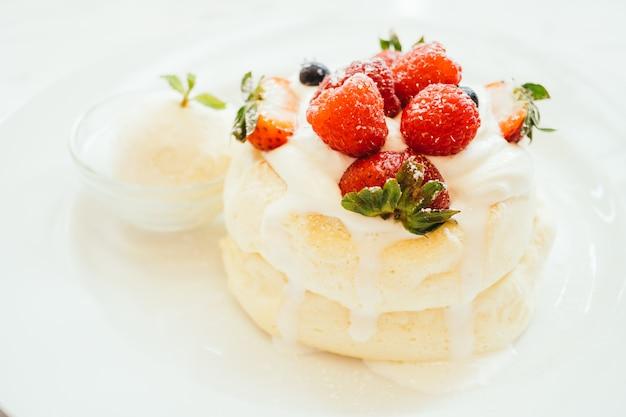 Crêpes aux fraises, myrtilles et framboises