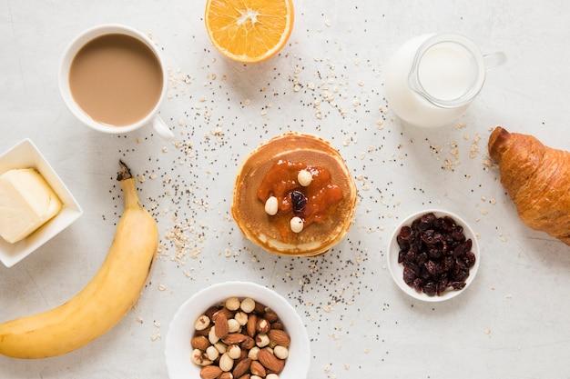 Crêpes à la confiture de noix et de raisins secs