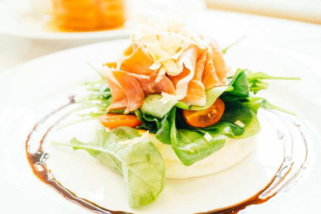 Crêpes avec salade de roquettes