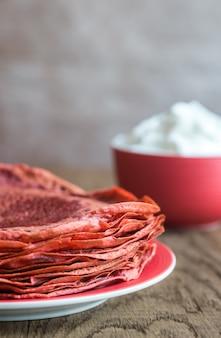 Crêpes de velours rouge à la crème fouettée