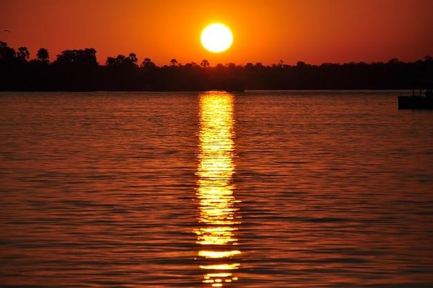 Crépuscule crépuscule sun zambezi river sunset l'eau