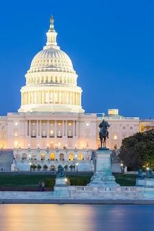 Crépuscule du bâtiment du capitole américain