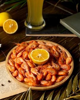 Crevettes au citron et à la bière