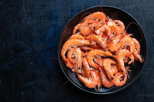 Crevettes aux épices crevettes prêtes à manger repas tendance fruits de mer collation régime pescetarian