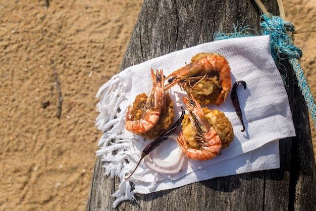 Crevettes aux haricots et au piment