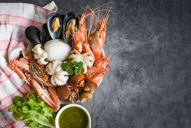 Crevettes, crevettes et moules fraîches